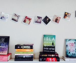 books and Taylor Swift image