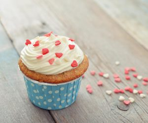 cupcake and hearts image