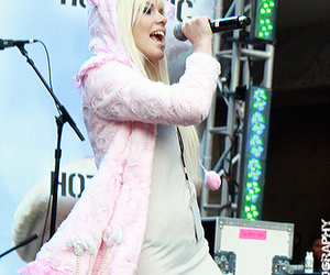 kerli and walking on air image