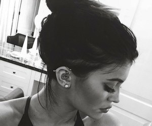 kylie jenner, jenner, and piercing image