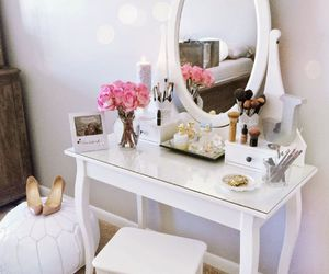 decor and makeup image