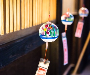 wind chimes, furin, and wind bell image