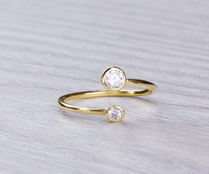 knuckle ring, gold ring, and pinky ring image