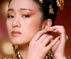 beauty, Queen, and curse of golden flower image