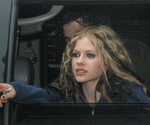 2004, Avril Lavigne, and curly hair image