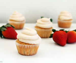 cupcakes and strawberries image