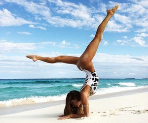 beach, loft, and body image