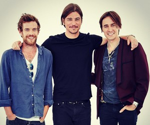 cast, reeve carney, and josh hartnett image