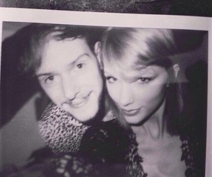 Taylor Swift, adam hann, and the 1975 image
