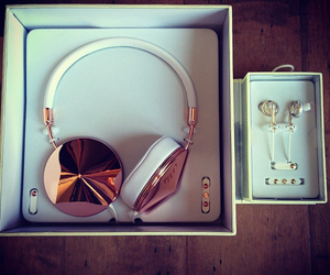 earbuds, girly, and headphones image