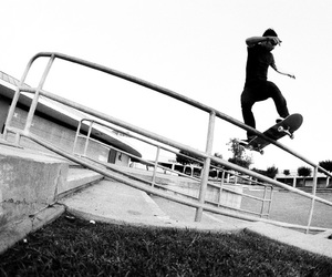 sk8 and blackn white image