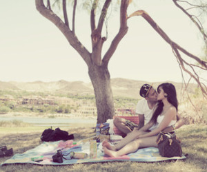 couple, picnik, and park image