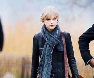 Taylor Swift and fashion image