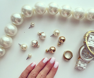 nails and pearls image