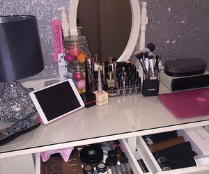 makeup, girly, and luxury image