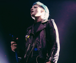 blue hair, stage, and halsey image