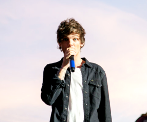louis tomlinson, sky, and one direction image