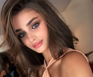 taylor marie hill and fashion image