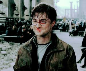 daniel radcliffe, harry potter, and hogwarts image