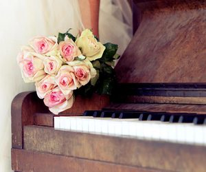piano and flowers image