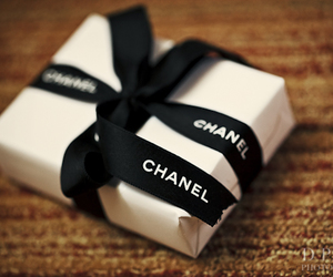 chanel and gift image