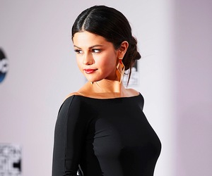 selena gomez, black, and selena image