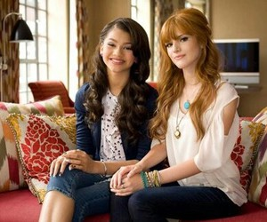 queens, style, and bella thorne image