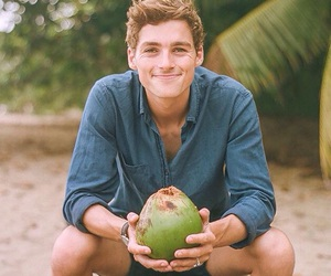 finn harries image