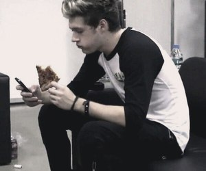 niall horan, one direction, and pizza image