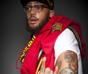 Piercings, traviemccoy, and rapper image