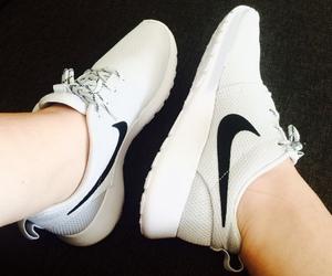 nike, nike shoes, and fitspo image