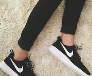 nike, roshe, and shoes image