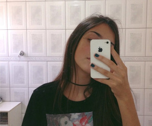 girl and iphone image