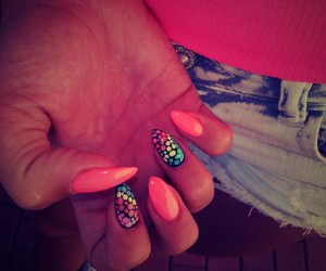 nails, pink, and shorts image