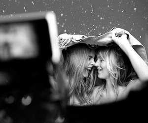 kate moss, cara delevingne, and Burberry image