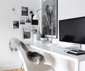 desk and frame image