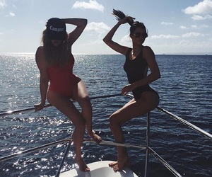 body, sisters, and kendall jenner image