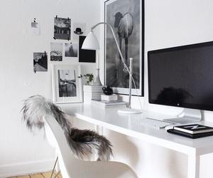 desk and frame image