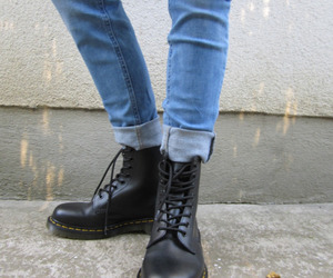 blue jeans, grunge, and outfit image