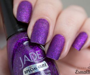 purple nails image