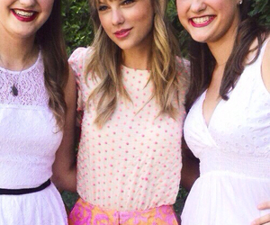 Taylor Swift, fans, and indie image