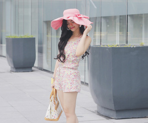 accesories, shoes, and ootd image