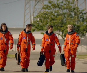 music, niall horan, and drag me down image