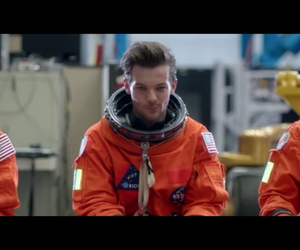louis tomlinson, drag me down, and one direction image