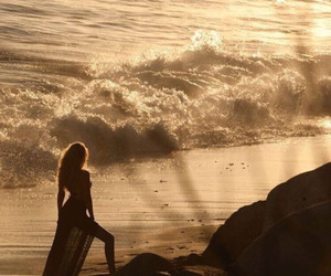 gigi hadid, beach, and model image