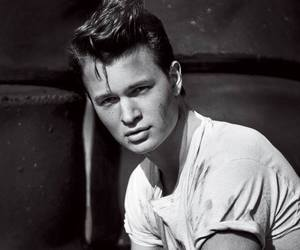 ansel elgort, boy, and divergent image