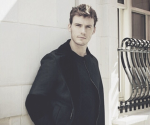 sam claflin and hunger games image