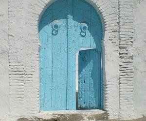 door and tunisia image