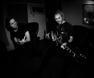 black and white, 5 seconds of summer, and luke hemmings image