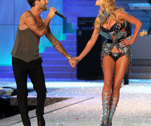 adam levine, anne vyalitsyna, and maroon 5 image